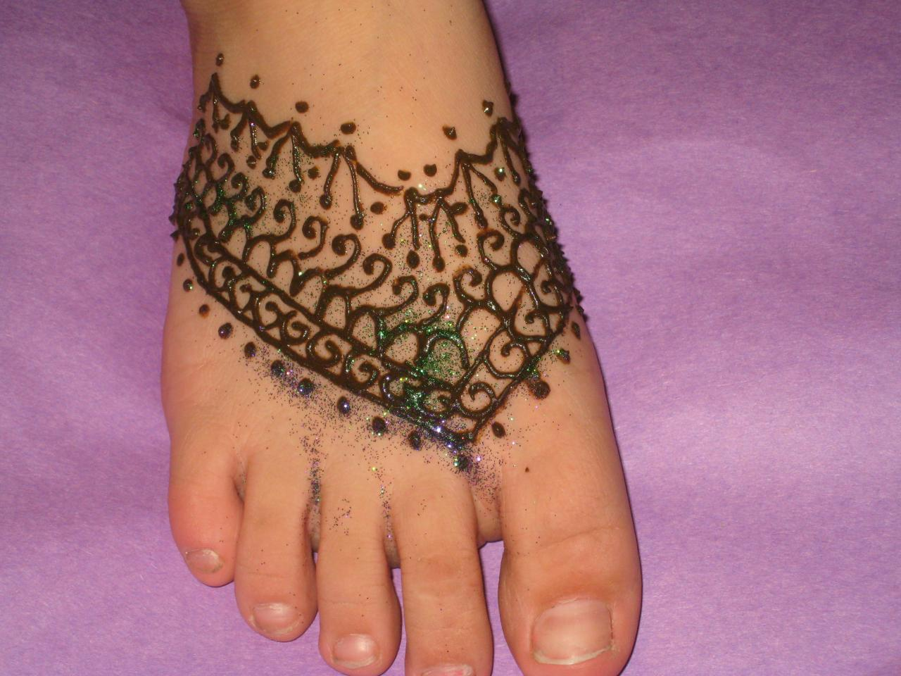 bridal foot mehndi design with glitter 2013 Simple Bridal Foot Mehndi Designs
