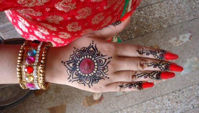 latest fancy hand mehndi designs 2013 for women girls 007 Fancy Hand Mehndi Designs For Women