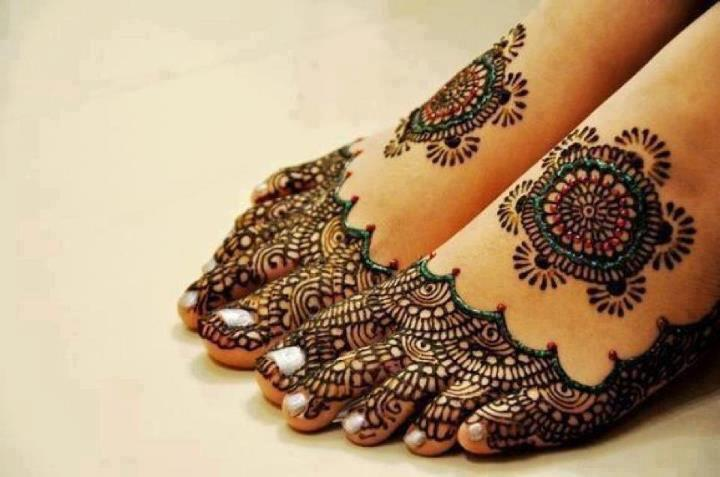 Latest Trend  Mehndi Design on  Feet  2012-133