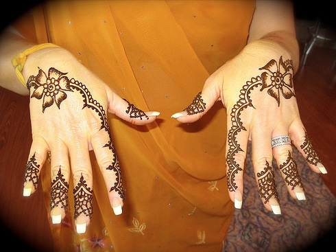 Simple Arabic Mehndi Designs For Kids 11
