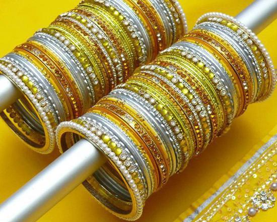 India-Glass-Bangles for Mehndi marriage Wedding Images