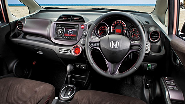 Honda-Fit-Shes-dashboard
