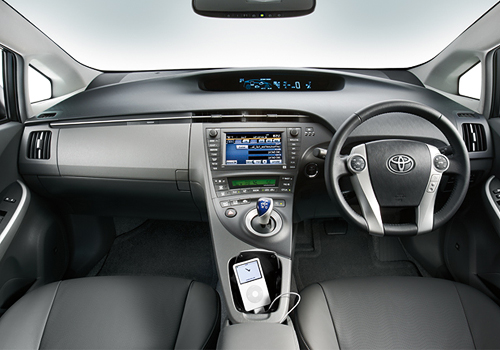 2013-Toyota-Prius-Price-in-Pakistan-2014-Pictures-3[1]