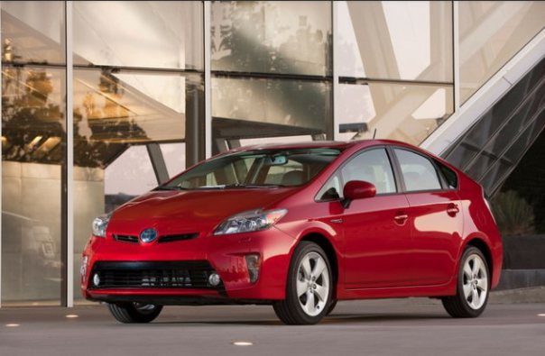 Toyota Prius Hybrid 2014 Price in Pakistan & Specs1