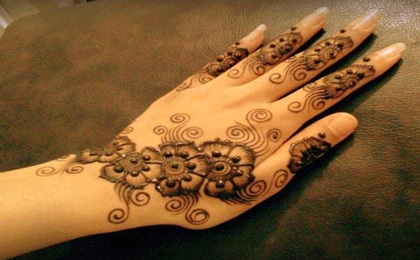 Best-Arabic-Eid-Mehndi-Designs-2014-For-Hands-Back