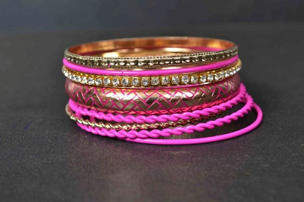 Metro-Eid-Jewellery-Collection-2014-For-Women-Bangles-Karay-For-Girls