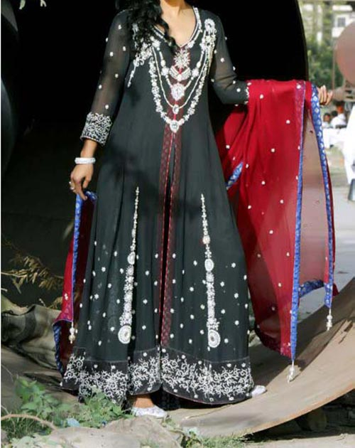 Pakistani-Long-Maxi-Dress-for-Wedding,-Party-2014-2015-Design-Style-Fashion-Trends-Facebook-Frock-Lehenga